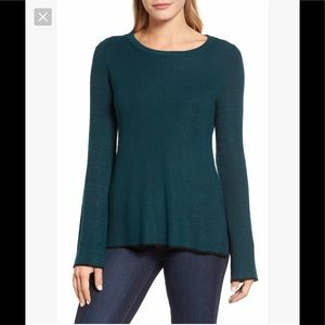 Like new Vince Camuto tipped bell sleeve sweater